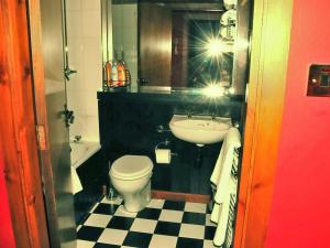 A bathroom at Apartment Auchenblae