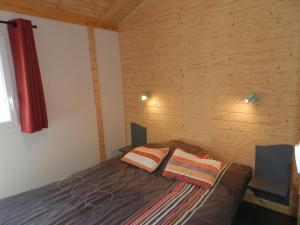 A bed or beds in a room at Holiday Home Gîtes Fialoux