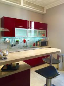 A kitchen or kitchenette at Appartement A Pierre Curie