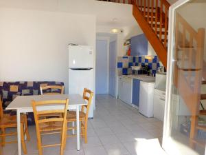 A kitchen or kitchenette at Holiday Home Plein Sud