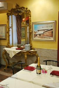 A restaurant or other place to eat at Hotel Antico Distretto