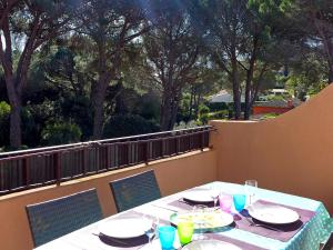A restaurant or other place to eat at Apartment Le Thalassa 1
