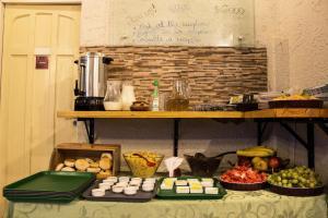 Comida no albergue ou em algum lugar perto