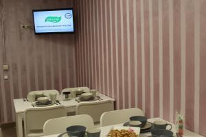 Телевизор и/или развлекательный центр в Hostel Nika-City