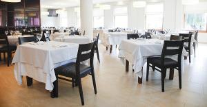 Un restaurante o sitio para comer en Hotel Mar de Plata