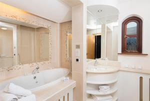 A bathroom at Delphi Resort Hotel & Spa