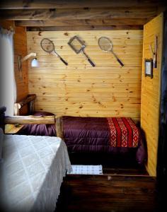 Una cama o camas en una habitación de Cabañas Alechen