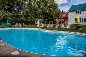 The swimming pool at or near Cranmore Inn Bed and Breakfast