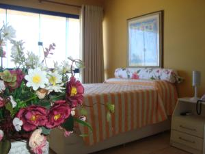 A bed or beds in a room at Farol Barra Flat 202
