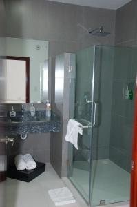 Un baño de Hotel Cermar Plaza