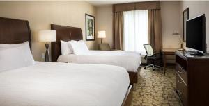 A bed or beds in a room at Hilton Garden Inn Bettendorf/ Quad Cities