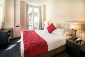 מיטה או מיטות בחדר ב-Rossio Garden Hotel