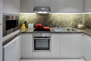 Kuhinja oz. manjša kuhinja v nastanitvi Hyatt Regency Galleria Residence Dubai