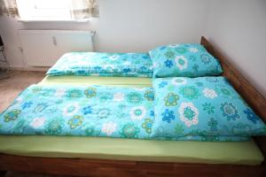 A bed or beds in a room at Bermuda Apartment