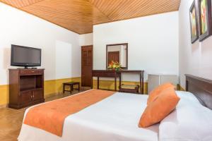 Cama o camas de una habitación en Hotel Sunrise Centro Vacacional