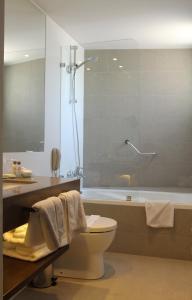 Un baño de Hotel Los Españoles Plus