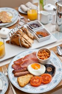 Breakfast options available to guests at Craigholme