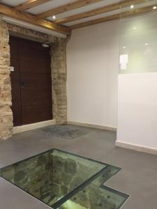Der Swimmingpool an oder in der Nähe von Grgur Ninski Rooms