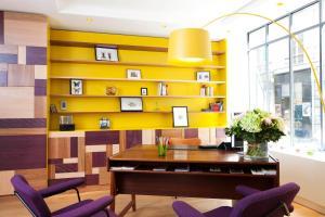 The lobby or reception area at Hôtel Crayon by Elegancia