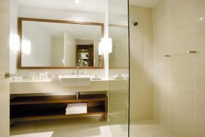 A bathroom at Peppers The Sands Resort Torquay