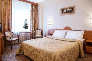 A bed or beds in a room at Izmailovo Beta Hotel