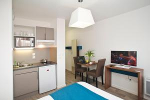 A kitchen or kitchenette at Odalys City Amiens Blamont