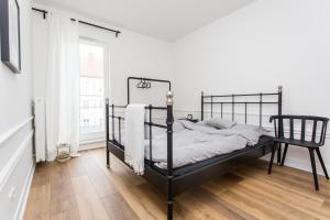 Łóżko lub łóżka w pokoju w obiekcie Apartament August