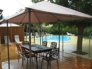 The swimming pool at or near 120 m2 3 chambres, parking et piscine
