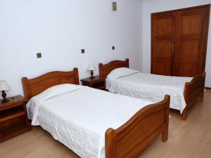 Uma cama ou camas num quarto em Residencial Albergaria