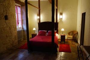 A bed or beds in a room at Un Coin de Paradis
