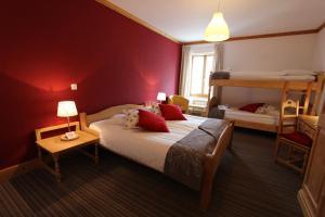 A bunk bed or bunk beds in a room at Hôtel de Ville