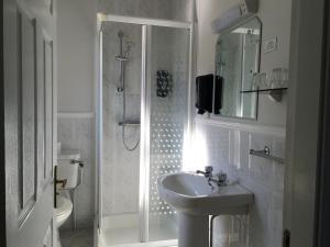 Salle de bains dans l'établissement Westwinds Bed & Breakfast