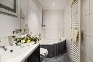 Ein Badezimmer in der Unterkunft Hotel am Brenner