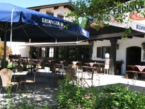 Ein Restaurant oder anderes Speiselokal in der Unterkunft Landgasthof Sonnenhof