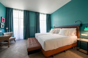 Llit o llits en una habitació de Vincci The Mint