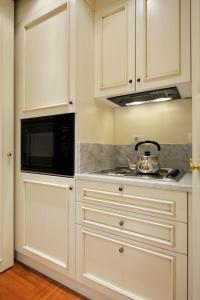 A kitchen or kitchenette at Art and Luxury Apartment