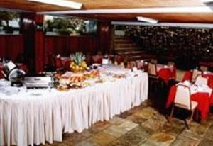 A restaurant or other place to eat at Hotel Vitoria Palace