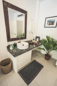 Ванная комната в Evolution Dive and Beach Resort