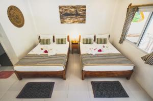 Кровать или кровати в номере Evolution Dive and Beach Resort