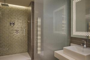 A bathroom at Four Points by Sheraton Oran