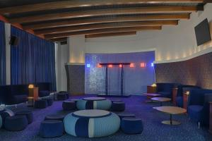 The lounge or bar area at Four Points by Sheraton Oran