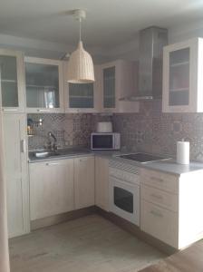 Una cocina o zona de cocina en Departamento Arentia