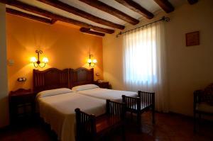 A bed or beds in a room at Caserón De La Fuente