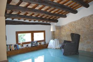 A seating area at Ca l'Estruch