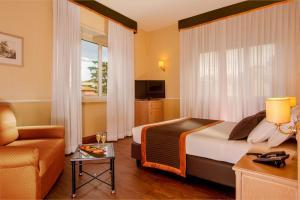 Кровать или кровати в номере Hotel Santa Costanza