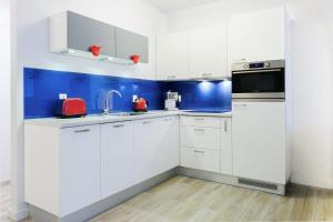 Kuchnia lub aneks kuchenny w obiekcie Apartamenty Mapio w Kołobrzegu