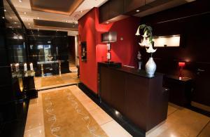 El vestíbulo o zona de recepción de Nexus Valladolid Suites & Hotel