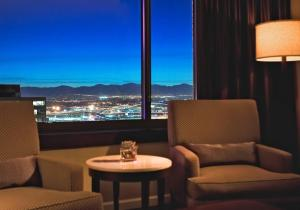 A seating area at The Westin Denver Downtown