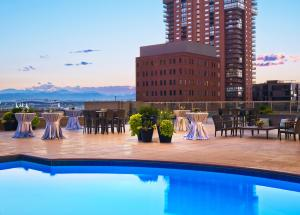 The swimming pool at or close to Westin Denver Downtown