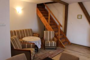 A seating area at Apartament Stara Kamienica